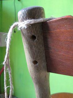 Legatura con corde di una sedia thonet di fine 800: fori da spinare