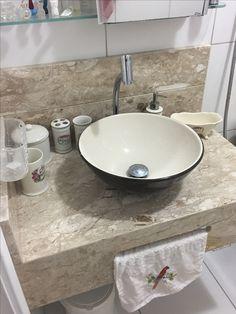Bancada de banheiro em mármore travertino nacional com cuba apoiada