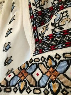 Folk Costume, Costumes, Flower Coloring Pages, Romania, Bohemian Rug, Album, Embroidery, Quilts, Detail