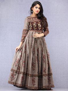 Designer Dresses plus size Cotton Gowns, Cotton Long Dress, Long Gown Dress, Cotton Dress Indian, Long Dress Design, Dress Neck Designs, Designs For Dresses, Designer Anarkali Dresses, Designer Evening Gowns