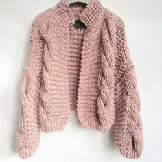 Chunky knitt cardigan pastel color