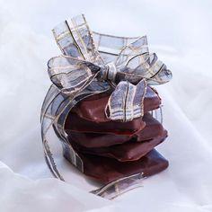 Minttulikööri maustaa suklaaherkun. Leather Backpack, Leather Backpacks