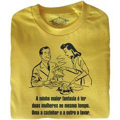 T-shirt manga curta de homem  A minha maior fantasia é ter duas mulheres ao mesmo tempo. Uma a cozinhar e a outra a lavar.