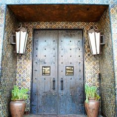 Great photo find on the @spacecraftgroup Insta-stream: Fabulous #art #tile entry somewhere in #LA. Where there are such cool #tiles on the outside we want to go inside! / #tiletuesday #design #hospitality #losangeles #hollywood #hospitalitydesign #entertainment #venue #style #westhollywood #sunsetblvd #restaurantdesign #bardesign #interior #interiors #interiordesign #interiordesigner #tiled #tileaddiction #tilelove #walltile #tiledesign #ihavethisthingwithdoors #tilework #tileart by…