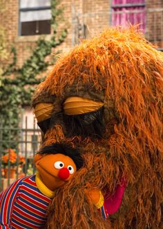 Ernie and Snuffy Sesame Street Muppets, Sesame Street Characters, Cartoon Characters, Elmo And Friends, Bert & Ernie, Fraggle Rock, The Muppet Show, Kermit The Frog, 80s Kids