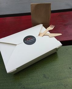 Das wollen wir Euch nicht vorenthalten: Box aus weißem Kraftkarton und zu 100% recycelbar #burgmanns #aufdiehand #nachhaltig