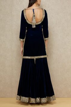 Abhinav Mishra exemplifies grandeur making them a perfect companion for your festive look featuring a navy velvet kurta with an embellished neckline paired with sharara bottoms and beige dupatta. Style the look with a gold jadau choker and danglers set. Sharara Designs, Lehenga Designs, Sari Blouse Designs, Kurta Designs Women, Dress Neck Designs, Kurti Designs Party Wear, Velvet Kurtis Design, Velvet Suit Design, Velvet Dress Designs
