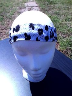 Headband+is+approximately+20+inches+and+approximately+4+inches+wide    Made+from+stretch+knit+fabric    Will+stretch+to+fit+any+size+head    Perfect+for+a+workout+or+a+day+to+day+headband+