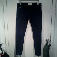 Low/mid rise dark wash skinny jeans Great condition. Very comfy and stretchy but still firm fitting. Cans fit size 7-9. Make your butt look really nice. Hollister Jeans Skinny
