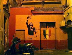 A mural of Francesco Totti in Rome Art Football, Street Football, Soccer Art, Football Love, Football Players, As Roma, Monuments, Totti Roma, Rome Buildings