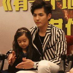 Kris and Sophia again!...this girl doesn even know how lucky she is...... WU YIFAN