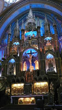 Basilique Notre-Dame - Montréal - Quebec - Canada I've been here! Cathedral Architecture, Religious Architecture, Gothic Architecture, Beautiful Architecture, Catholic Art, Roman Catholic, Religious Art, Notre Dame Basilica, Old Churches