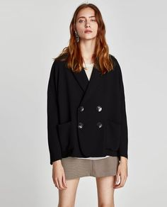Image 4 of VOLUMINOUS DOUBLE-BREASTED JACKET from Zara