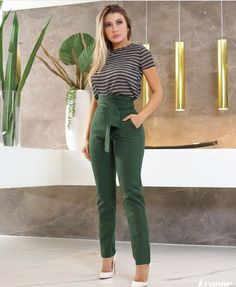 Add diversity to your fall arsenal with an outfit so chic as this one. Plazzo Pants Outfit, Tights Outfit, Looks Chic, Casual Looks, Classy Outfits, Casual Outfits, Mode Outfits, Fashion Outfits, Outfit Vestidos