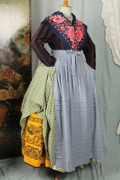 INDUMENTARIA TRADICIONAL. Folk Clothing, Traditional Outfits, Aprons, Clothes, Dresses, Ideas, Fashion, Folklore, Home