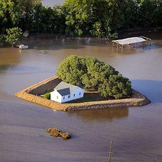 Des villas sauvées des inondations grâce à leur digue personnelle!