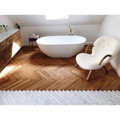 "763 tykkäystä, 47 kommenttia - Lauren Rasken (@laurenabalkandesigns) Instagramissa: ""beautiful bathroom mix via @pernilleteisbaek #arctanderchair #philiparctander #cozy #mixofmaterials…"""
