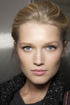 Toni Garrn - pretty, natural makeup.