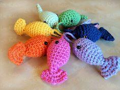 Amigurumi Peces de Colores - Patrón Gratis en Español aquí: http://larrobadevicky.blogspot.com.es/2014/05/peces-de-colores-amigurumi-patron.html