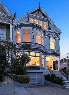 Meg Ryan's former San Francisco Victorian for sale: This San Francisco Victorian was built in 1889 and has six bedrooms and fireplaces.