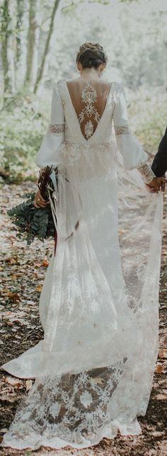 Adorable Bohemian Wedding Dress Ideas To Makes You Look Stunning 23
