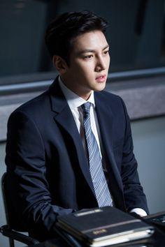 "[Drama] Ji Chang Wook looks dashing in suits in ""Suspicious Partner"" May 2017 Park Hae Jin, Park Hyung, Park Seo Joon, Ji Chang Wook Healer, Ji Chang Wook Smile, Korean Star, Korean Men, Healer Korean, Suspicious Partner Kdrama"
