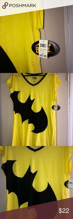6dba6b8540 DC Comics Batgirl Sleep Shirt, 3XL Bold Batgirl logo Knee-length nightshirt  Superhero pajamas