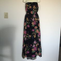 Floral maxi Beautiful maxi dress. Floral print. Fully lined. Like new Forever 21 Dresses Maxi
