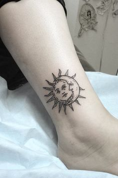 Sun and moon tattoo: these 44 unique creations will inspire you . - Sun and moon tattoo: These 44 unique creations will inspire you to get one - Mini Tattoos, Tattoos Bein, Dream Tattoos, Body Art Tattoos, Small Tattoos, Tatoos, Future Tattoos, Form Tattoo, Shape Tattoo