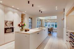 Locas | Keukens - Maatkasten - Totaalinrichting Love Home, Decoration, Sweet Home, New Homes, Interior Design, Architecture, Storage, Table, Kitchen Inspiration