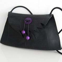 Väska gjord av återvunnet gummi från innerslangar till däck. Recycled rubberbag, inner tubes.