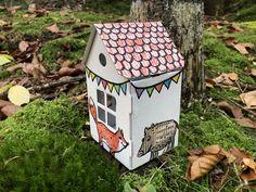Nicht nur das Anmalen des kleoinen Häuschens macht richtig Spaß sondern auch das Fotografieren. Recycling, Bird, Outdoor Decor, Home Decor, Tiny House Cabin, Pens, Wrapping Gifts, Stocking Stuffers, Paper Board