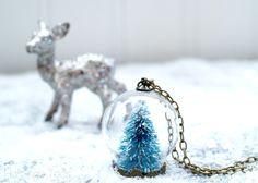 Winter Wonderland Snow Globe Necklace »Flamingo Toes