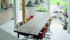 Holly Marder (Avenue Lifestyle) liebt an ihrem Esszimmer vor allem die freigelegte Steinwand und die Deckenlampen im Industrie-Stil.
