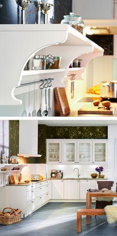 Weiße Landhausküche Mit Praktischem Wandboard