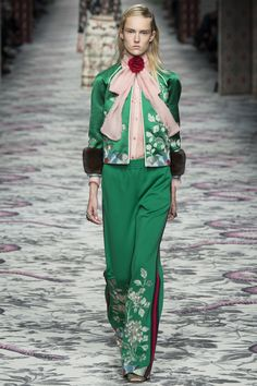 Gucci Spring 2016 Ready-to-Wear Fashion Show