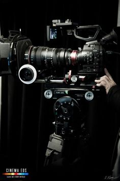 Canon EOS C300   SHAPE DOVETAIL SYSTEM  Cinema Eos event in montréal