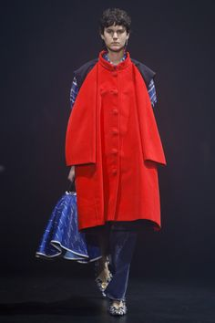 Balenciaga Spring 2018 Ready-to-Wear  Fashion Show - Jamily Wernke Meurer (OUI)