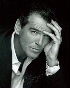 Pierce Brosnan, un señor de lo más elegante...
