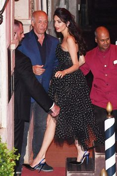 Amal Clooney Wore a Gorgeous Navy Jumpsuit to a Edinburgh Gala - Jessica's Pins! Long Leather Skirt, Black Leather Skirts, Amal Clooney Wedding Dress, Amal Alamuddin Style, Star Fashion, Girl Fashion, Fashion Wear, Outing Outfit, Party