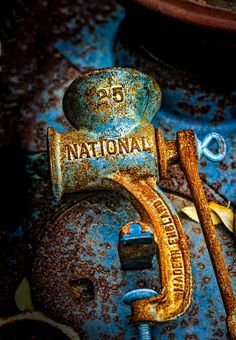 Old rusty hand meat grinder Foto Macro, Rust Never Sleeps, Rust In Peace, Rusted Metal, Peeling Paint, Texture Art, Abstract Photography, Wabi Sabi, Belle Photo