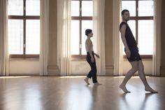 Negli spazi di Palazzo Grassi: i ballerini della Biennale College durante la lezione di Yasmine Hugonnet Ph. Francesco Trombetti  www.francescotrombetti.it