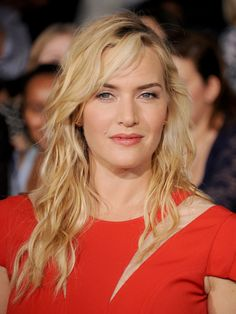 Kate Winslet looked supersexy thanks to bedhead #waves at the premiere of #Divergent.
