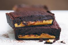 If you& after a delicious decadent treat, you can& beat this combination of chocolate and caramel! (Replace pastry with Careme gluten free pastry! Tart Recipes, Sweet Recipes, Dessert Recipes, Quick Recipes, Dessert Bars, Dessert Ideas, Yummy Recipes, Recipies, Sweet Pie