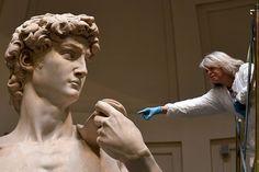 Otros dos escultores intentaron esculpir ese bloque antes de abandonar sus respectivos proyectos y el mármol permaneció sin usar durante 10 años.