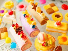 スイーツデコ (M058) 25個入り バラエティーパック:ロールケーキ、パンケーキ、ミルフィーユ、ケーキ他