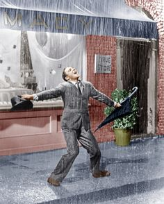 Gene Kelly in the 1952 film Singin' in the Rain Singin In The Rain, Dancing In The Rain, Hollywood Stars, Classic Hollywood, Old Hollywood, Hollywood Cinema, Hollywood Actresses, Fred Astaire, Old Movies
