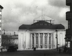 Volksbühne-am-Bülowplatz-©-Landesarchiv-Berlin_Fotograf-Oskar-Kaufmann_um-1933_web.jpg (JPEG-Grafik, 1920×1501 Pixel) - Skaliert (62%)