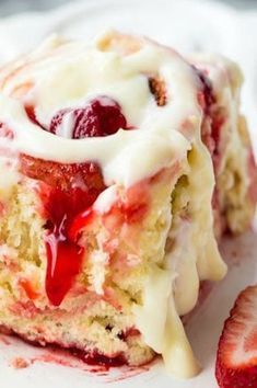Strawberry Cinnamon Rolls with Lemon Cream Cheese Glaze Delicious strawberry cinnamon rolls made with Lucky Leaf Pie filling and a quick and easy dough recipe! These will be in the oven in no time at all! Brunch Recipes, Sweet Recipes, Healthy Recipes, Strawberry Cinnamon Rolls, Delicious Desserts, Yummy Food, Tasty, Lemon Cream, Love Food