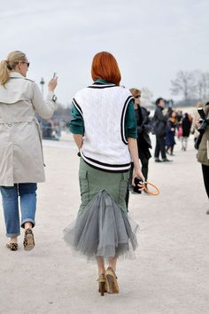 Taylor Tomasi Hill From oversized jeans Denim Fashion, Skirt Fashion, Fashion Outfits, Womens Fashion, Taylor Tomasi, Street Style Blog, Street Styles, Milan Fashion Weeks, London Fashion